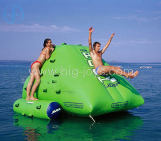 Inflatable floating water game